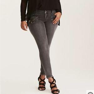 Torrid High Rise Gray Moto Jeggings Jeans Skinny